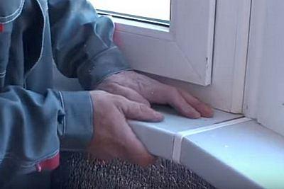 установка подоконников балкона